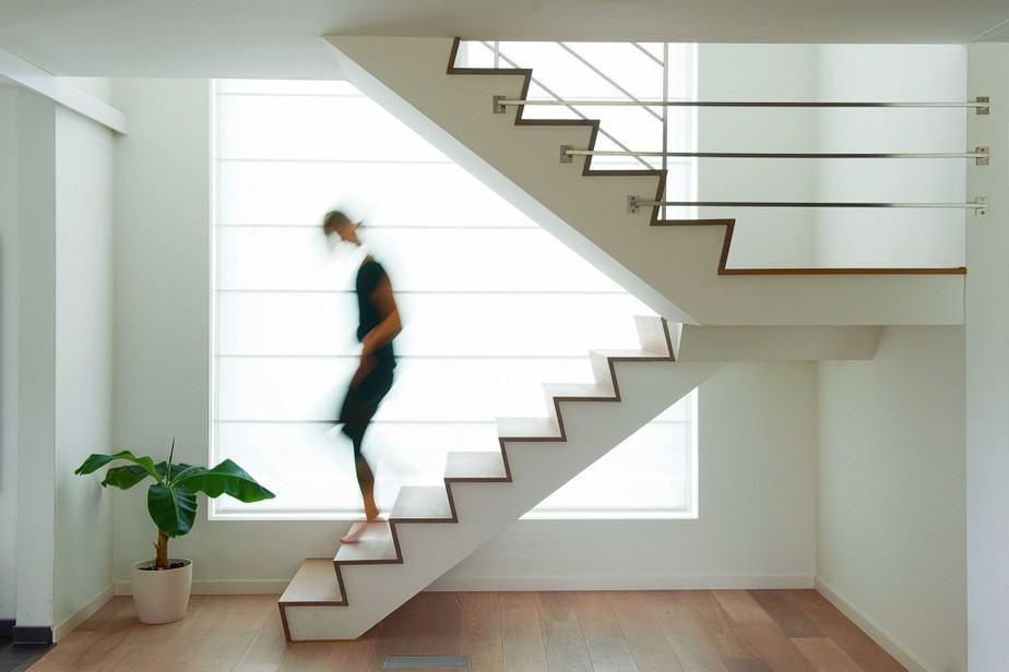 Escalier en béton avec finition bois (parquet)