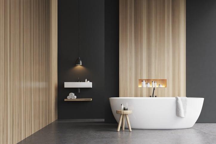 sol en béton dans la salle de bain